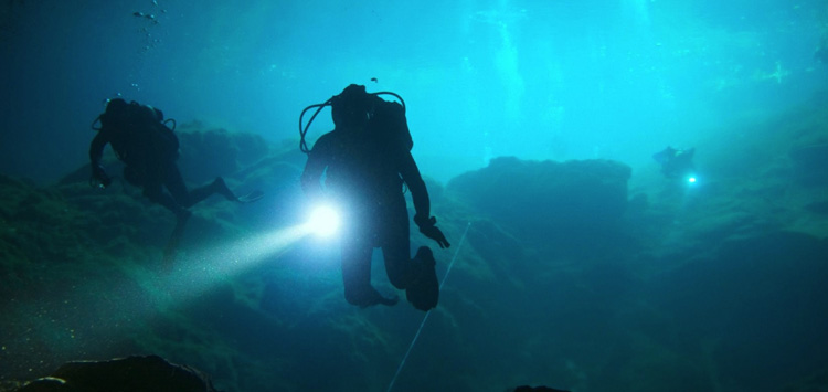 Why You Need a Strobe on Your Underwater Flashlight